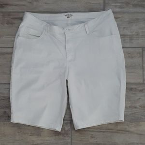Women's white Bermuda shorts